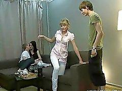 Hot dronken tiener teven geneukt in wild viertal act