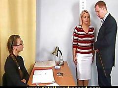 Entrevista de emprego chocante nua para a loira peituda