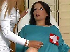 Adolescente y el médico lesbianas