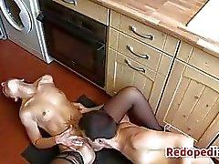 Mère baisée On A Cuisine Demi Équipée Plancher