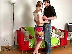 Coniglietto di pigtailed Molto caldo perda la sua verginità