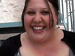 Gran mujer rechoncha tittied está realizando realmente grande mamada