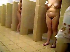 Matures russes au douches publiques quatre par Clessemperor