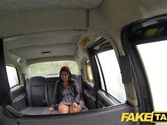 Fake Taxi ein bisschen Rimming und Analsex in der schwarzen Kabine