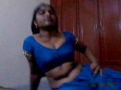 Andhra Aunty blowjob and saree strip