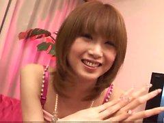 Rika Sakurai liebt das Gefühl der Schwanz in den Mund und