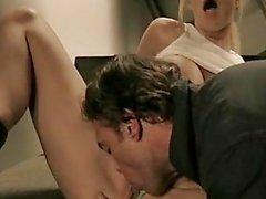 Insolente di Jessica Drake si fà esplodere lembi di di piscio leccare pulito