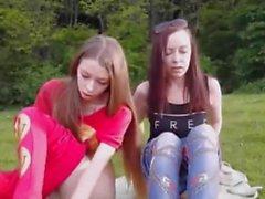 sıska kızlar doğada birlikte mastürbasyon yapıyor