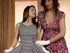 Classique britannique lesbienne doigté humide pussy