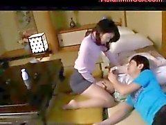 Madres para Coger Sentado Para poder jovenes cara de Guy Obtención su peludo coño lamió en el colchón en el cuarto