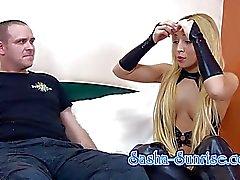 Sasha- salida del sol - mínima erster Sklave - Facesitting , Strapon de la UVM