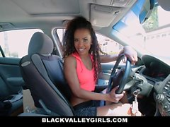 BlackValleyGirls - se masturba en el lavado de coches