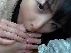 Bang japonés con la niña peluda en el hotel
