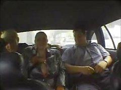 Smallie Paulie obtiene paja en un taxi