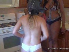 3. The Black Mistresses aşağıladın Beyaz Bağımlı