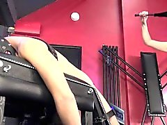 BDSM Domina analiza sub con fuckmachine