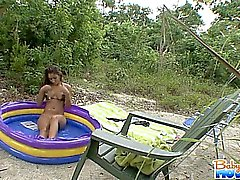 Adorabile teen baby sitter Nicole grigi ottiene rasatura catturato
