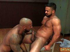 Big dick bodybuilder oral sex with cumshot