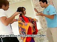 Miina hot girl renversante Doll chinoise obtient des les mamelons lécher la doigter la chatte