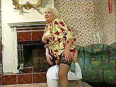 Tettona Nonna Scopate