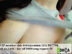 Große Brüste japanische nutzt ihre Brüste