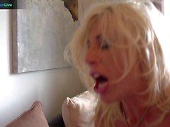 Délicieux blond Puma Sweede se foré avec une énorme tige