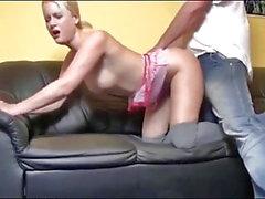 Deutsch Blonde nimmt Hot Creampie auf der Couch
