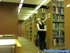Rubia Chubby Chica Desnuda En La Biblioteca