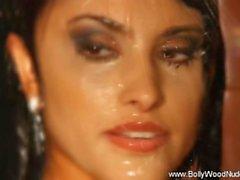 Bollywood Nudes Gönderen Vücut Temizleyici Stili