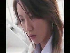 Charming asiatische Mädchen setzten ihre erstaunlichen cocksucking Sachkenntnisse i