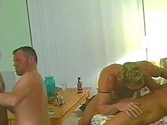 Omosessuale sgradevole porta sizzling quartetto di cazzo di
