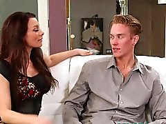 Pornstar Ange Reed locataires soufflant cock