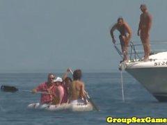 Sexgames de plage européenne avec nymphomanes bikini babes