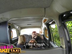 Weibliche Fake Taxi Sexy Lesben dominiert Redhead mit rauhen Lesben Sex