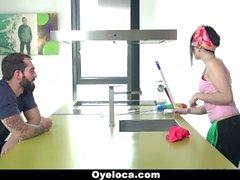 OyeLoca - Латинский уборщик Очищает дома и Cock !