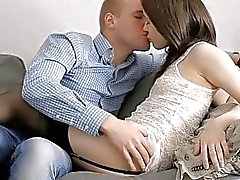 Подросток возлюбленный получает девственное меховой пирог пронзил на Pecker