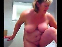 la toilette a été espionné par un autre partenaire au sein