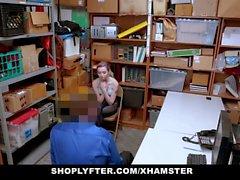 ShopLyfter - Shoplifting Teen noudattaa turvallisuuspäällikköä