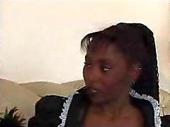 Criada adolescente negro