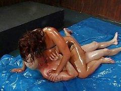 Brünett dicken Titten Pussy Öl Fetisch bumsen