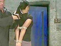 Opstandig meisje gestraft en fucked