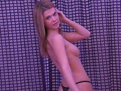 Amanda Spears osoittaa hänen täydellinen alastoman ruumiin