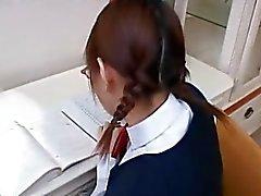 Teenager asiatica ottiene un carico di sperma sul suo viso