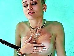 Miley Cyrus dévêtu !