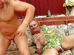 Очень старые грудастой бабушка пользуются горячий секс