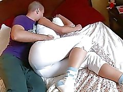 Heiß Babe bekommt Körper streichelten