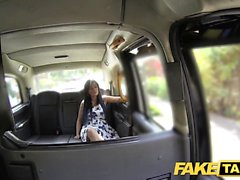 Fake Taxi massage slutar i stor ansiktet efter fan session