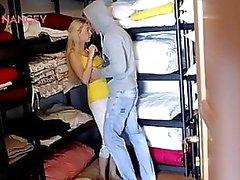 Grosso tits adolescenti pulizia sex in lavanderia
