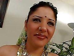 Erittäin kaunis intialainen prinsessa klo seksiä valu