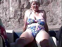 Peluda británica Masturbaición madura a el bote
